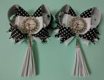 Bows to school