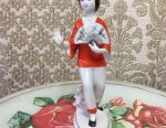 Porcelain figurine. Chinese woman
