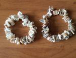 Deniz kabuklarından boncuklu bilezikler