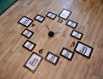 Frameless clock with photo frames