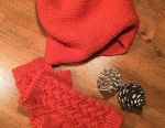 Set, snood and mitts
