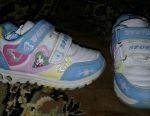 Spor ayakkabı yeni topuk parlıyor