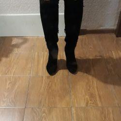 Autumn boots of 37 sizes
