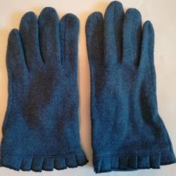 Gloves are blue-blue, 80% wool.