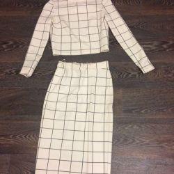 Φούστα + άσπρο πουλόβερ