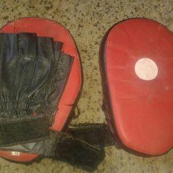 Лапы боксерские перчатки шлем и др