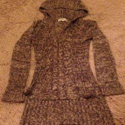 Удлинённый свитер с капюшоном