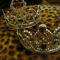 Two crowns for girls from 2 to 11 years.