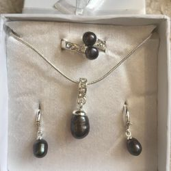 Set with river pearls