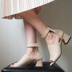 Μεγάλα σανδάλια ποδιών