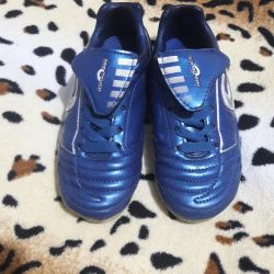 Football sneakers 28 size in excellent condition.