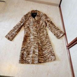 Coat is demi-season.