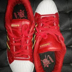 Новые adidas р-р 40.
