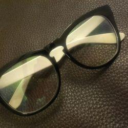 Monitörlerin gözü için koruyucu gözlüklü ...