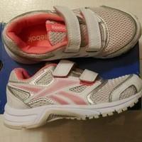 Pantofi noi de marcă