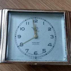 часы настольные с будильником Пионер СССР 1960