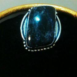 Кольцо с натуральным чароитом в серебре 925 пробы