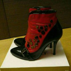 Half boots patent leather r. 39