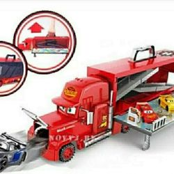 Auto transporter truck with poppy cars