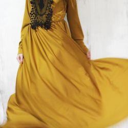 Εκπληκτικό φόρεμα στο πάτωμα