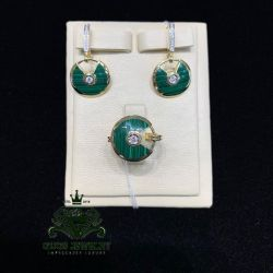 Cartier amulette with malachite in gold