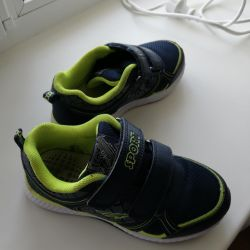 Sneakers 32 size
