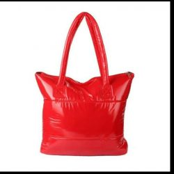 Продам новую красную сумку