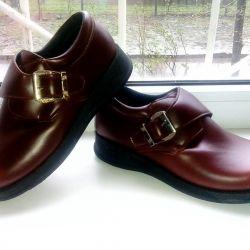 Туфлі нові, мальч., Р-р 32.