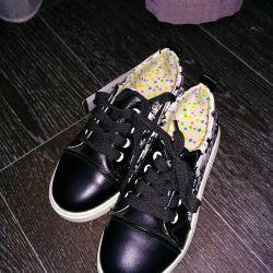 Spor ayakkabısı yeni, nehir 31