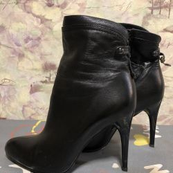 Leather boots p.39