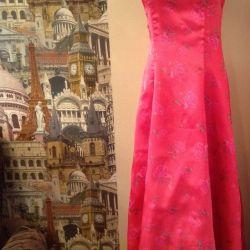 Выпускное платье яркого малинового цвета