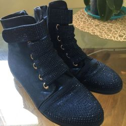 Selling beautiful shoes