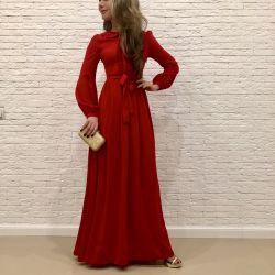 Etiketleri ile yepyeni elbise