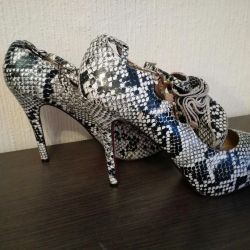 Louboutin shoes, (Labouten) snake-covered leather, 40-41