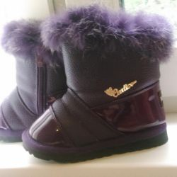 Boots on fur for the girl, 26