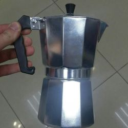 The coffee maker is a geyser. 200ml.
