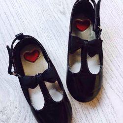 παπούτσια δερμάτινων ειδών