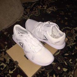 New Women's Reebok Sneakers