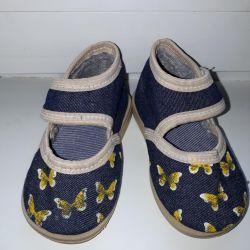 Textile shoes size 19