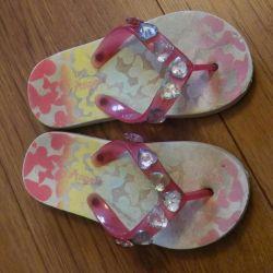 Пляжная обувь на девочку