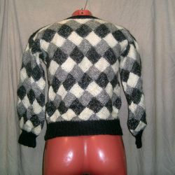 Woolen sweater with diamonds