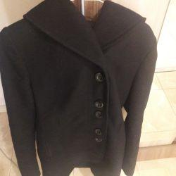 Πουλάω ένα παλτό. Κομψή κυρία
