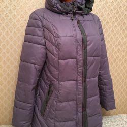 Jacket pe un winterizer sintetic cu o capotă de dimensiunea -48-50