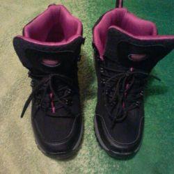 Спортивные ботинки.