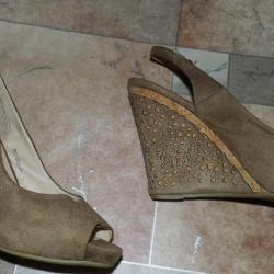 Туфлі (босаножкі) на суцільному каблуці в відмінному з
