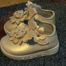 Sandale noi! 16 r