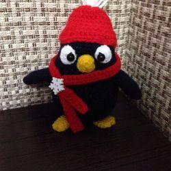 Игрушка пингвин амигуруми