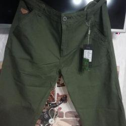 Pantaloni noi pentru bărbați în stil militar.