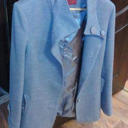 A short coat is cashmere.