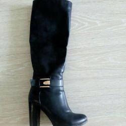 Demi-season boots in perfect condition